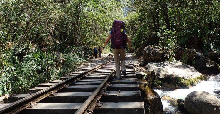 Marche sur les rails de train, d'Hidroelectrica à Aguas Calientes