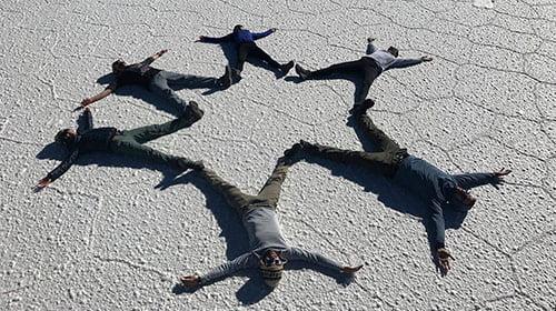Funny picture en groupe dans le désert d'Uyuni