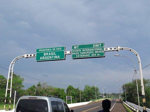 Passage de frontière entre le Brésil et l'Argentine