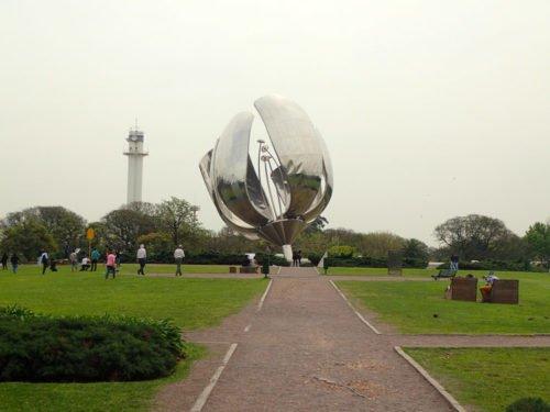 La sculpture Floralis Generica