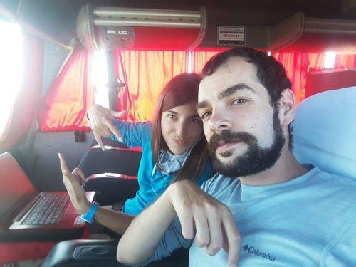Les avencurieux dans un bus en Argentine