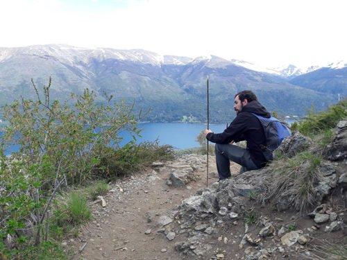 Cédric contemple le paysage à Bariloche