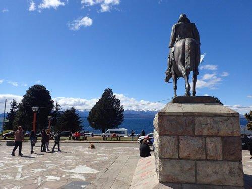 Le centre-ville de Bariloche, en face du lac