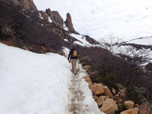 Neige pendant la montée au refuge Frey