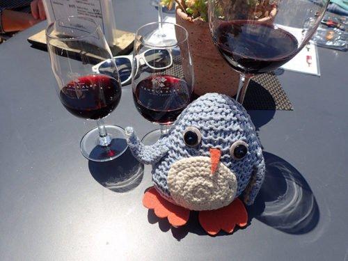 Pablo déguste du vin chez Tempus Alba