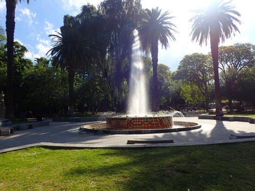 La fontaine de la Plaza Chile à Mendoza