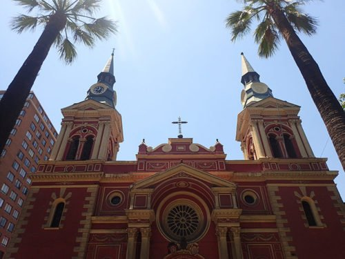 La basilique de La Merced et sa sublime façade rouge