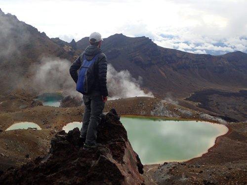Cédric devant les lacs d'émeraude