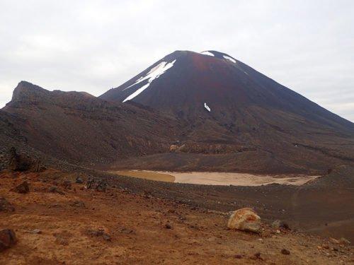 Le cratère sud et le Mont Ngauruhoe en arrière plan