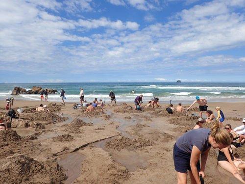 Touristes à Hot Water Beach