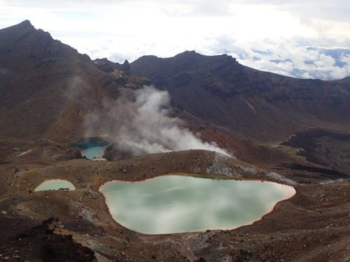 Vue sur les lacs d'émeraude au Tongariro