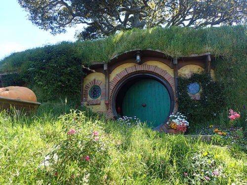 La maison de Bilbon avec son chêne