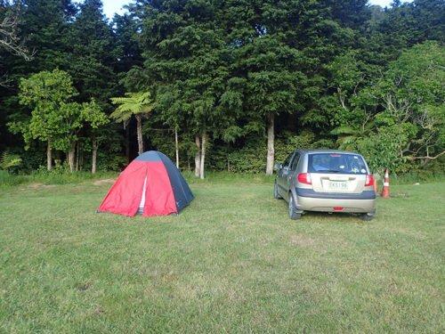 Notre tente et notre voiture au Riverglen Holiday Park