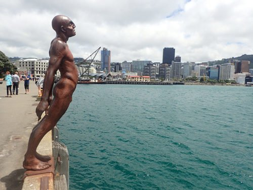 "La statue ""Solace of the Wind"" sur le Waterfront de Wellington"