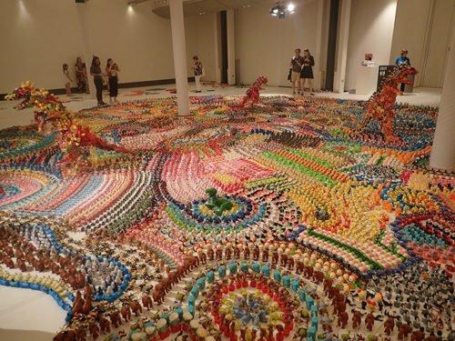 """L'exposition """"Jurassic Plastic"""" au Town Hall de Sydney"""