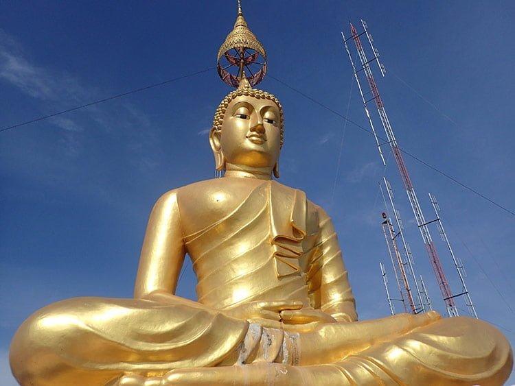 Bouddha au point de vue du temple de la grotte du tigre