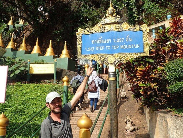 1237 marches au temple de la grotte du tigre