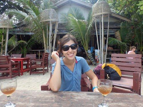 Emilie souriante en Thaïlande