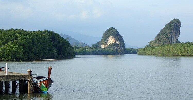 Les deux monts Khao Kanap Nam, symboles de Krabi Town