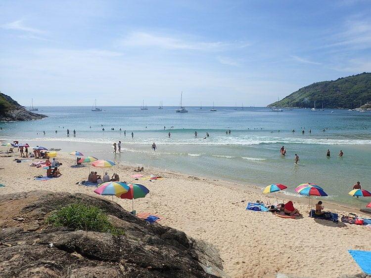 La plage de Nai Harn victime de son succès