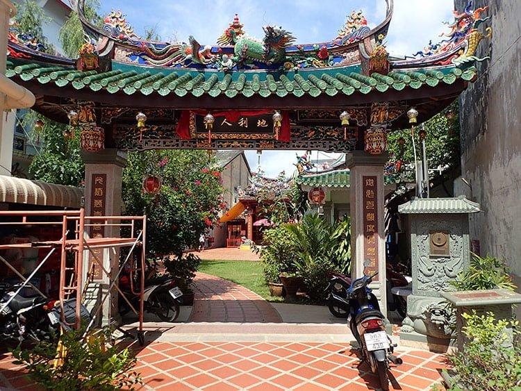 La sublime arche colorée du sanctuaire de la lumière sereine