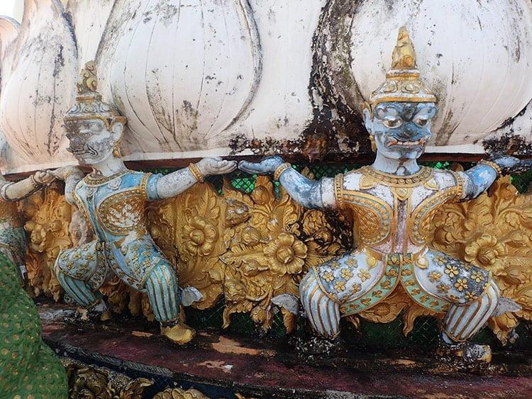 Les sublimes bas relief du Chedi de la grotte du tigre