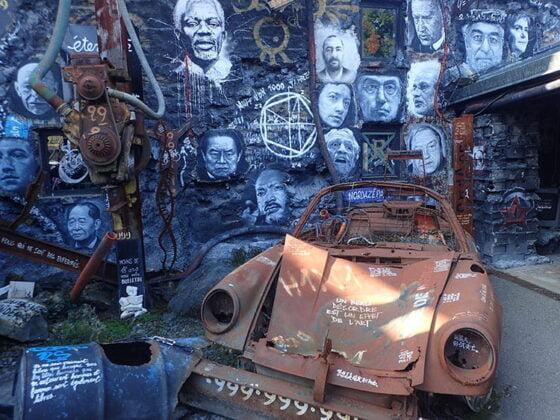 Une voiture à la Mad Max à la Demeure du Chaos