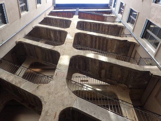L'escalier de pierre de la Cour des Voraces à Lyon