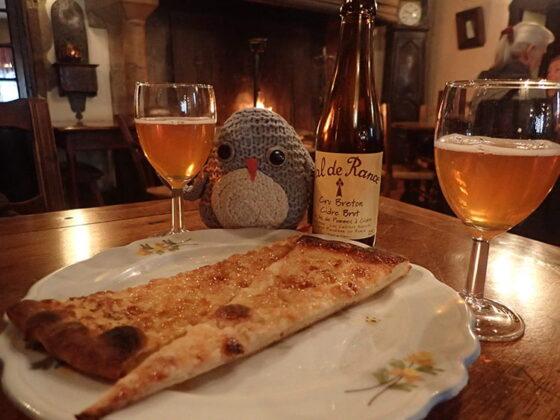 Petite pause gourmande à l'Ostellerie de Pérouges avec Pablo