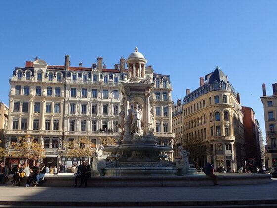 La magnifique fontaine de la place des Jacobins