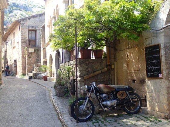 Dans les rues du village de Saint-Guilhem-le-Désert