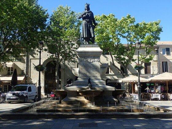 Fontaine dans la ville d'Aigues-Mortes