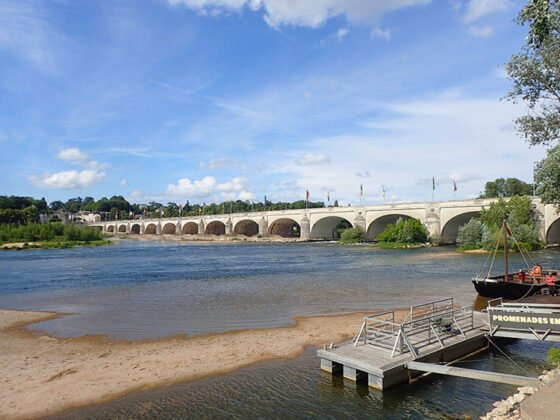 Le pont Wilson depuis le bord de la Loire
