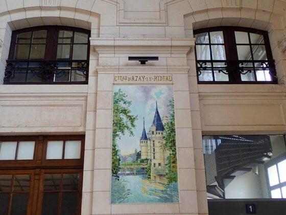 Peinture sur céramique visible dans la gare de Tours