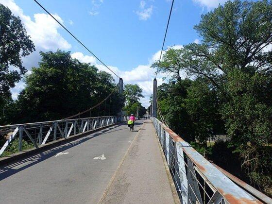 Le pont de fil ou pont suspendu de Saint-Symphorien
